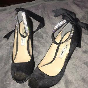 Selling Nina New York high heels .
